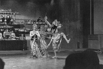 ramayana 1974 rahwana approaches sita 2